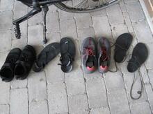 2 par minimalistsko og to par sandaler